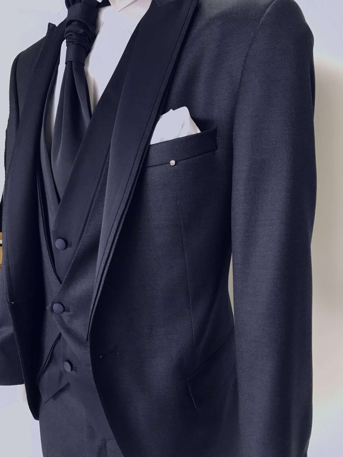foto Abito da Sposo modello petto a lancia vestibilita slim fit Lucas