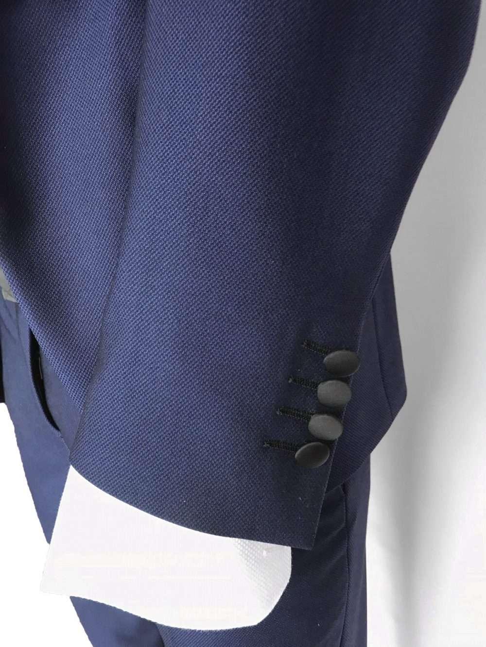 abito da sposo blu dettaglio manica